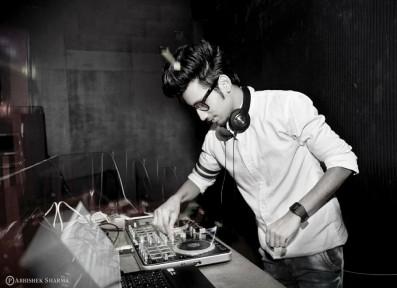 DJ Hitesh