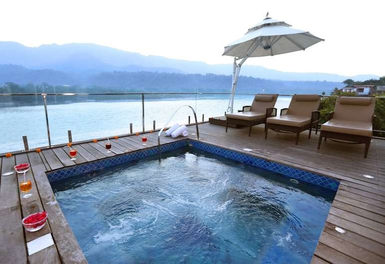 Ganga Kinare - A Riverside Hotel