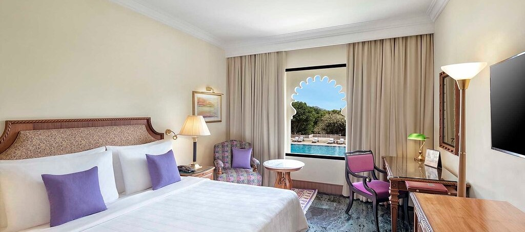 Deluxe Pool View Room