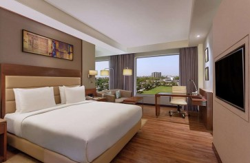 KING ONE BEDROOM SUITE WITH POOL VIEW